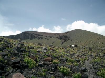 浅間山 051・登り詰から前掛山 (640x480)