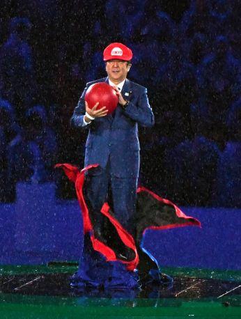 安倍首相、マリオの姿でリオ閉会式に登場。 笑った。